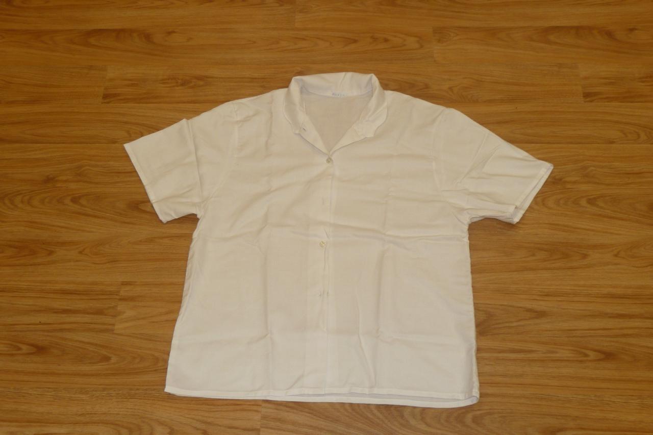 Chemisiers blancs à manches courtes (x12) - 10/12 ans