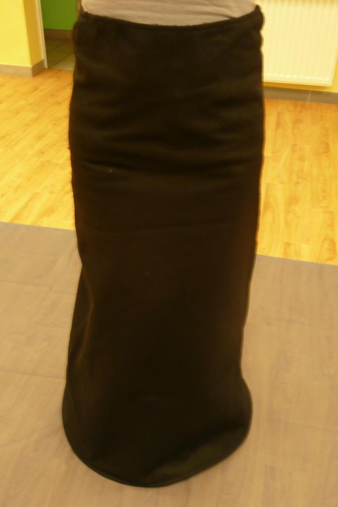 Jupes longues noires avec cerceau en bas (x9) - 14/16 ans