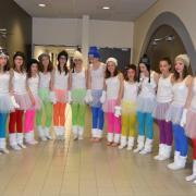 Jupons blancs en tulle (x14) + jambières blanches (x14) + paires de gants (x14) - 14 ans