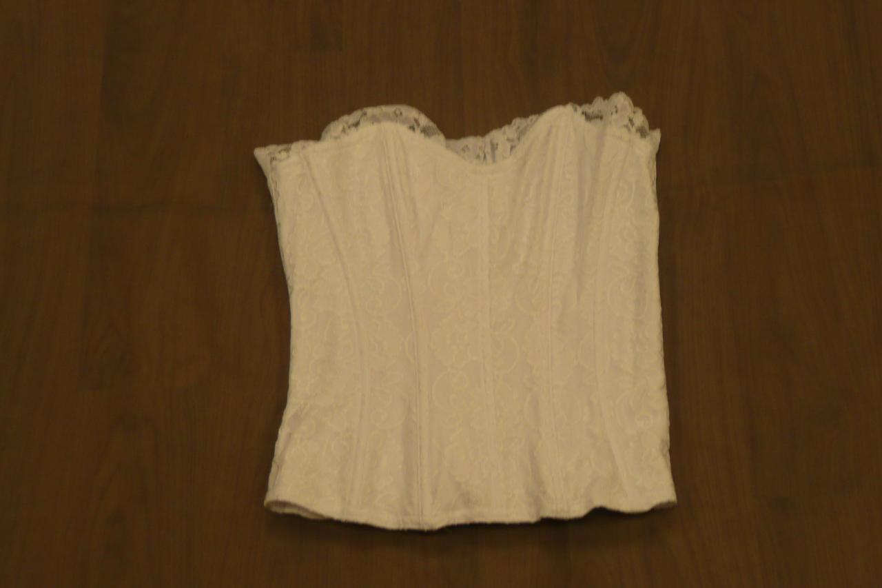 Bustier dentelle style corset - 18 ans