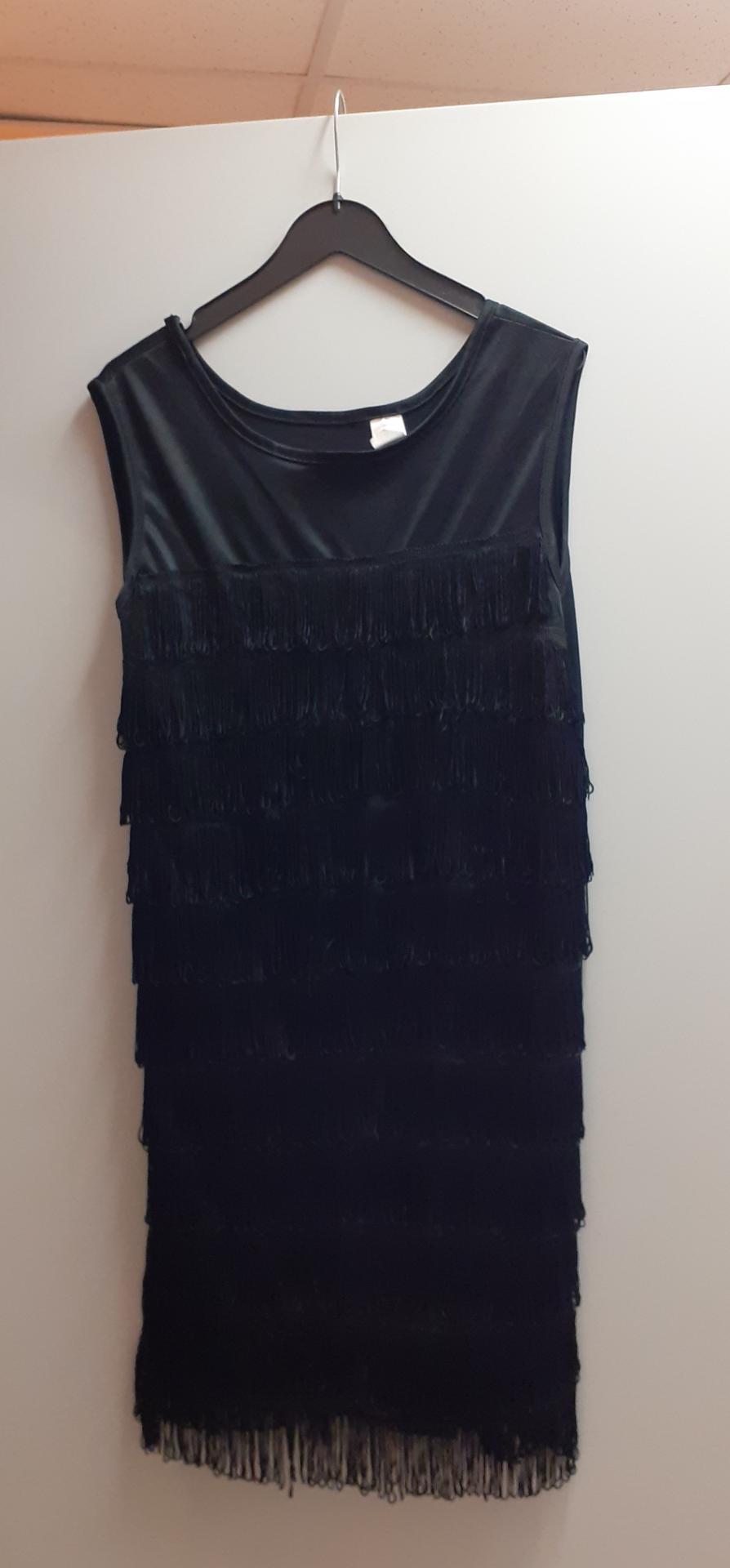 Robes charleston noires à froufrous 11-12 ans (x11)