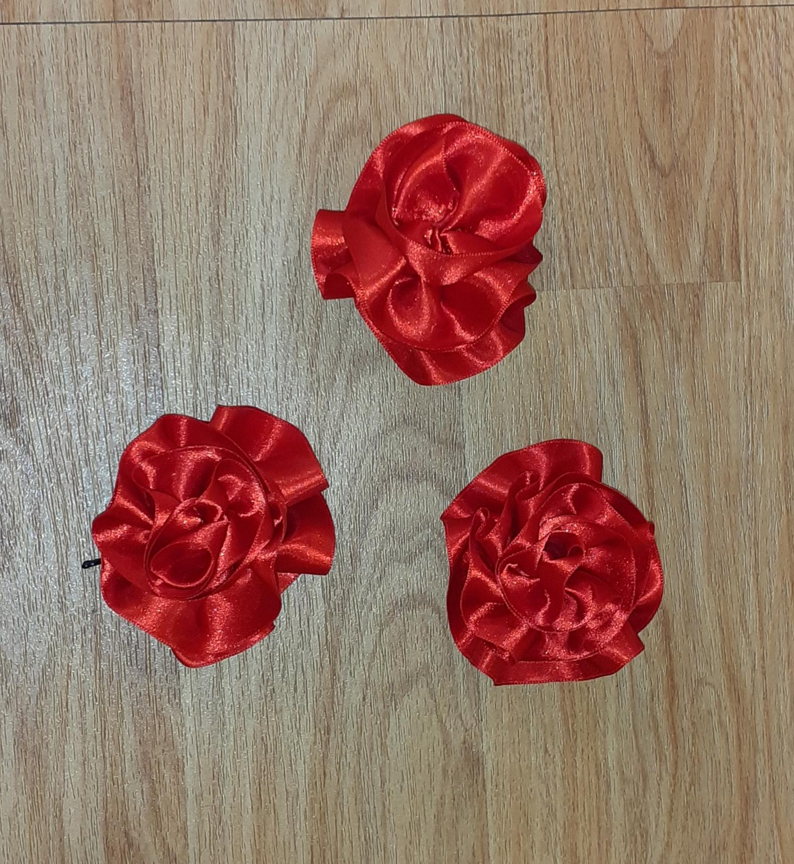 Roses rouges en satin (x13)