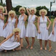 Costumes Marilyn Monroe : robe, bustier, perruque