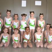 Shorts blanc avec ceintures vertes (x12) + justaucorps blancs (x15) - 5/8 ans