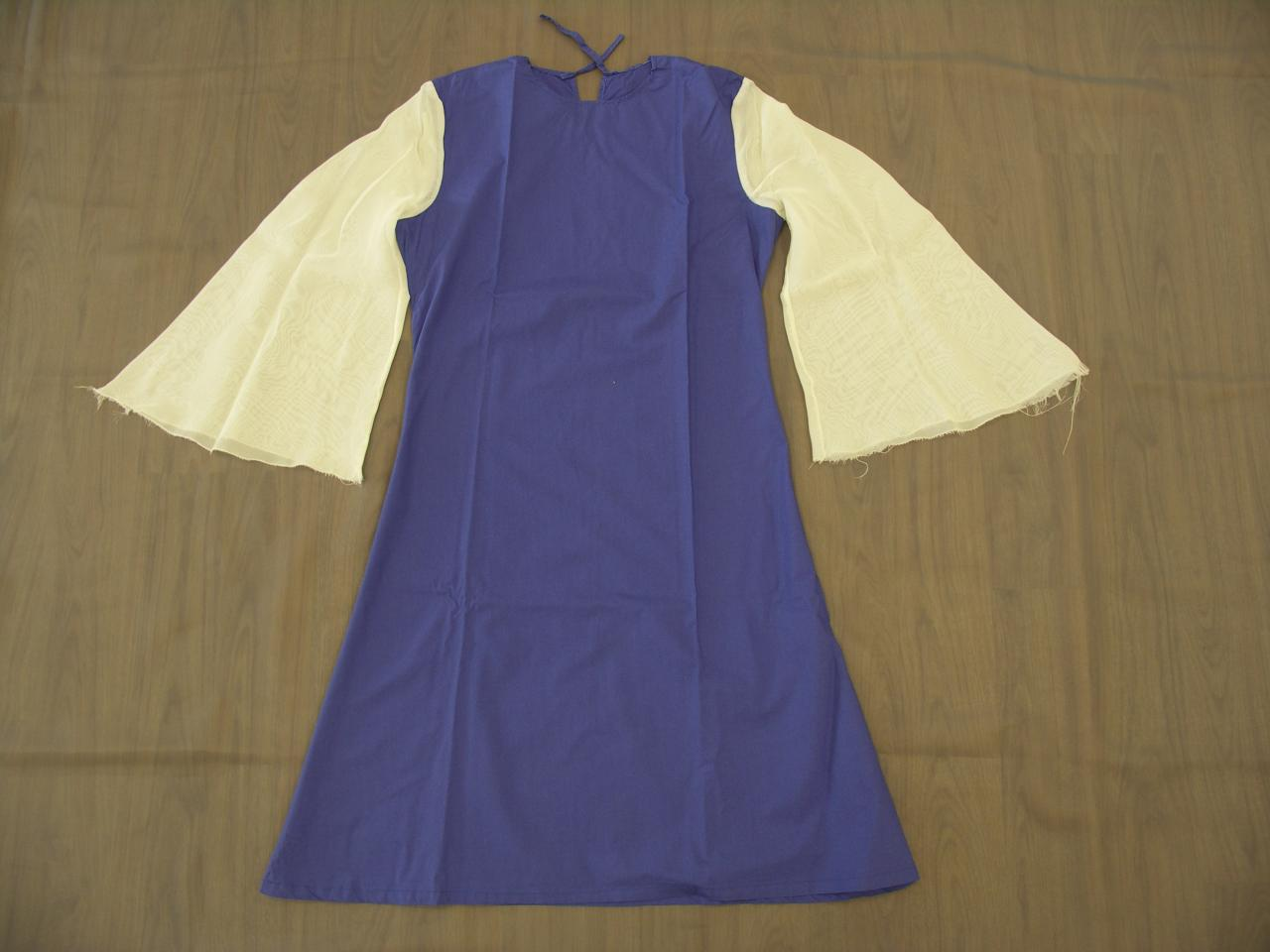 Robes violettes avec grandes manches blanches en voile - 8/10ans