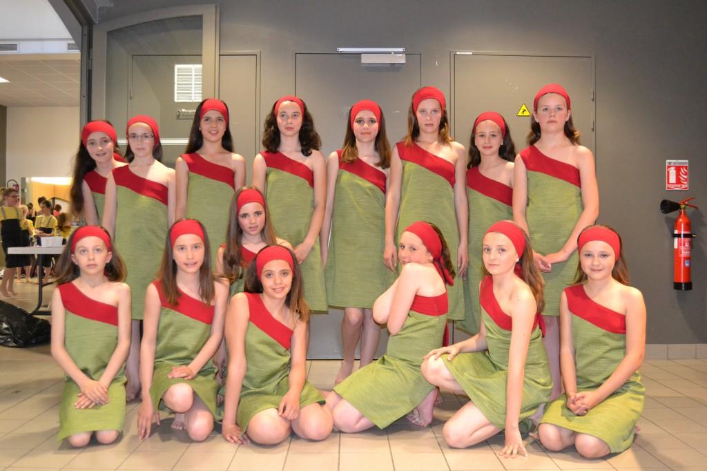 Robes vertes avec bandes rouges (x15) + bandana rouges (x15) - 11/12 ans
