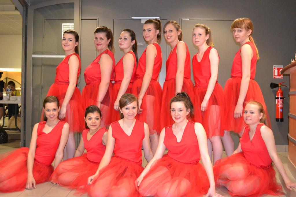 Hauts rouges sans manches en lycra (x13) + jupons rouges en tulle (x12) - 14/16 ans