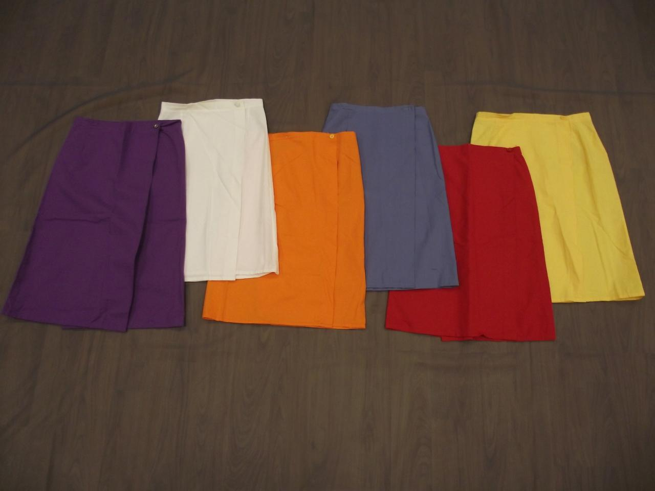 Jupes violette, blanche, orange, rouge, jaune (x7) - 10/12 ans