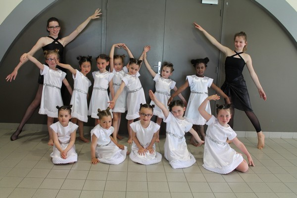 Robes blanches (x11) - 5/6 ans