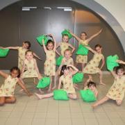 Robes à motifs pomme (x10) - 6/8 ans