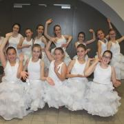 Jupons avec cerceaux (x13) + Sur-jupes blanches (x13) - 10/12 ans