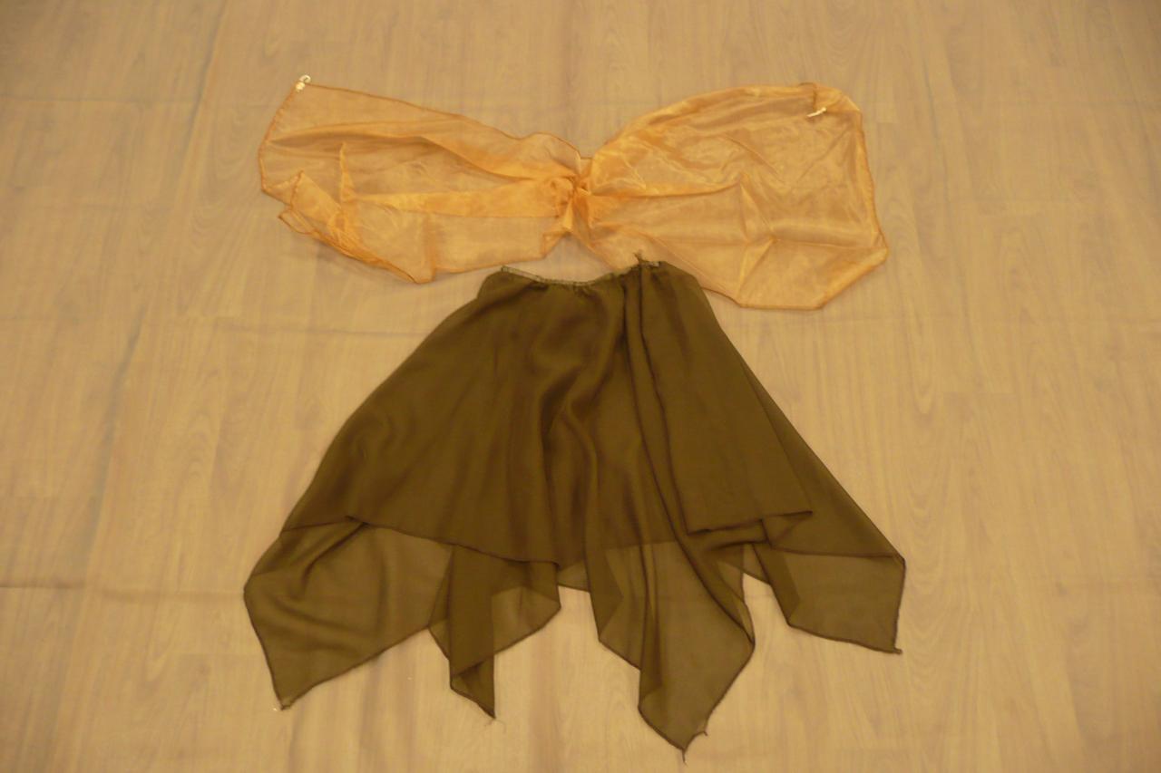 Jupes marrons + foulard voile jaune