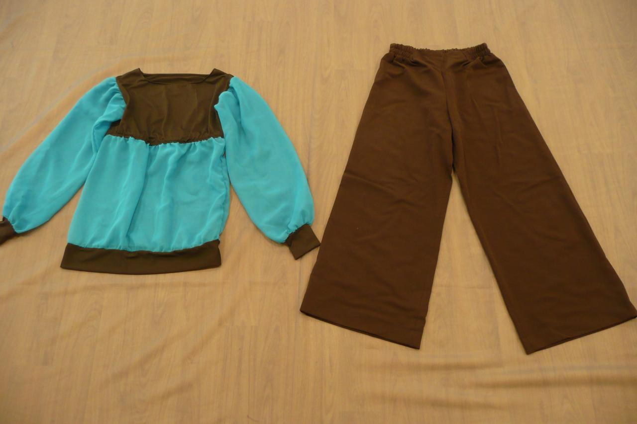 Haut marron et bleu à manches longues + pantalon marron