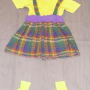 Jupes écossaises à bretelles (x12) + paires de chaussettes jaunes - 6/8 ans