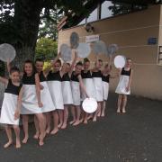Robes blanches et noires (x10) - 8/10 ans