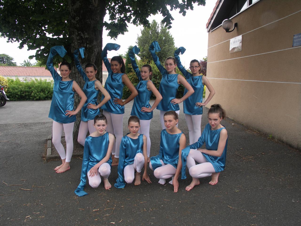 Tuniques bleues brillantes avec une seule manche longue (x10) - 12/14 ans